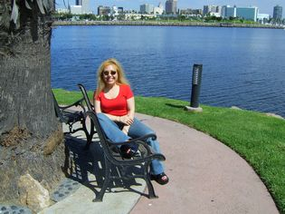 Anna Dejean in Long Beach, CA - Make money from online business